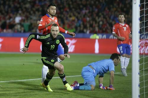 México empata 3-3 con Chile y sigue con vida en Copa América