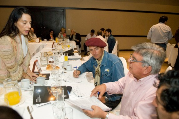 Facilitador siguió el estándar internacional AA1000SES de Diálogo con Grupos de Interés.