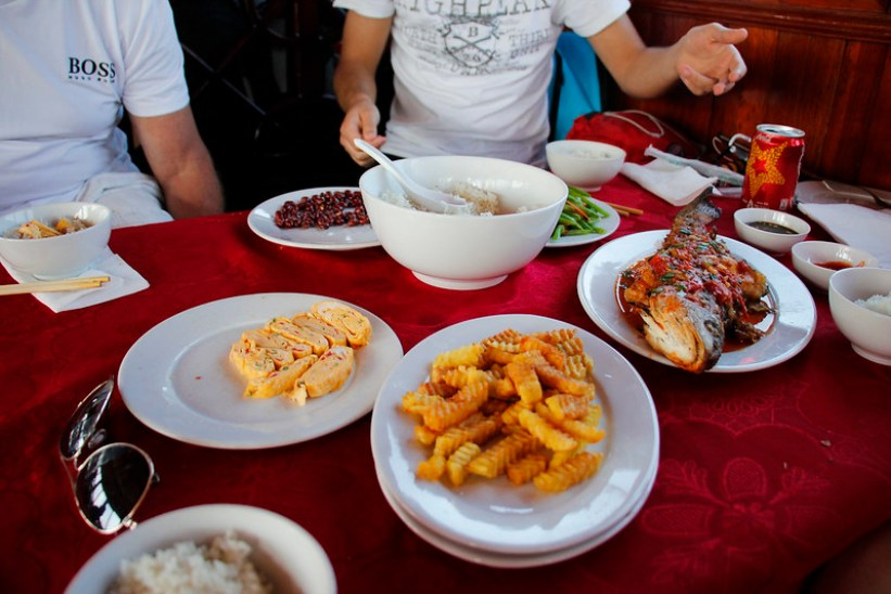 frokost i Halong Bay