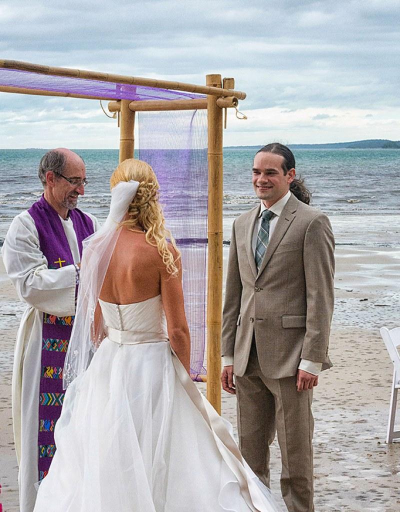 A cyclone didn\'t stop Nic & Dan\'s Star Wars beach wedding from ...