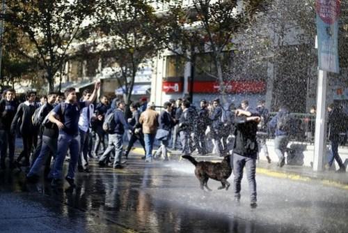 Miles de profesores protestan contra la evaluación docente en Chile