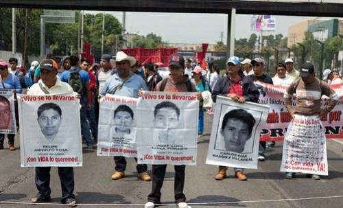 Marchan de Gobernación a la PGR por desaparecidos