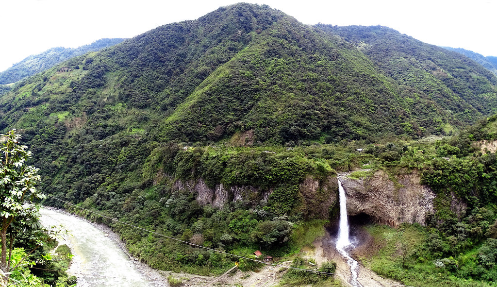 Cascada Manto de la Novia Baños de Agua Santa Ecuador 01