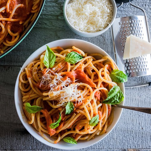 4-ingredient tomato sauce