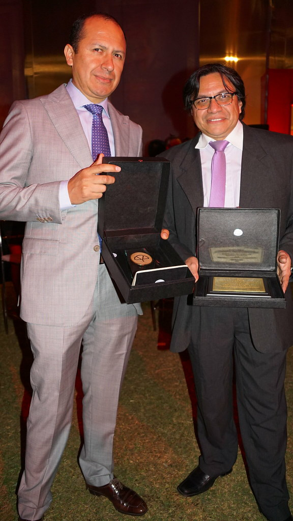 Mapfre entrega premio a Explomin del Perú