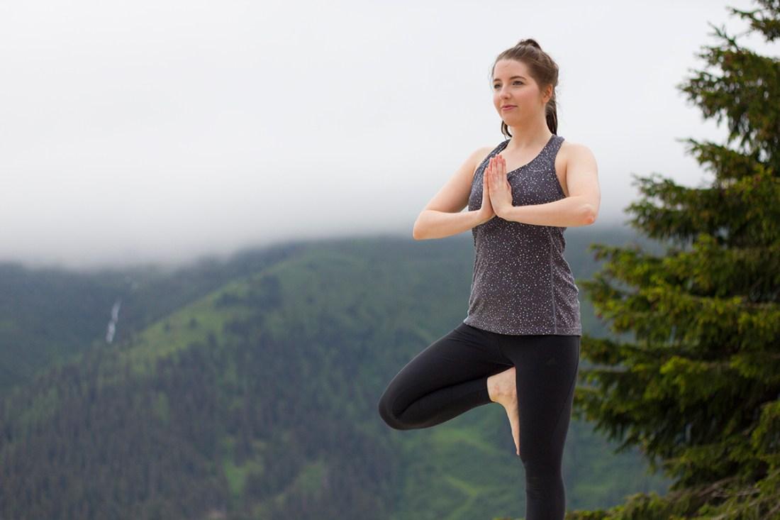 yoga-on-mountain-st-anton