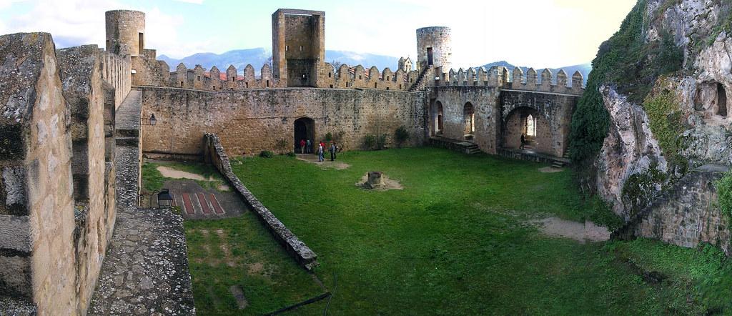 Burgos Castillo de Frias o de los Velasco 02