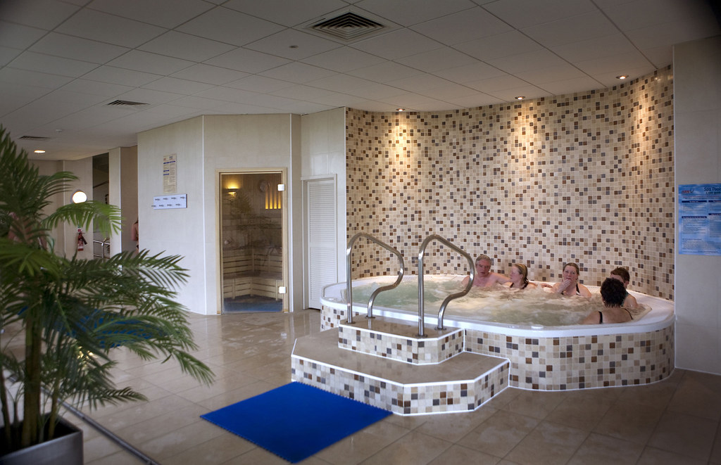Jacuzzi-at-the-Spa-HiRes