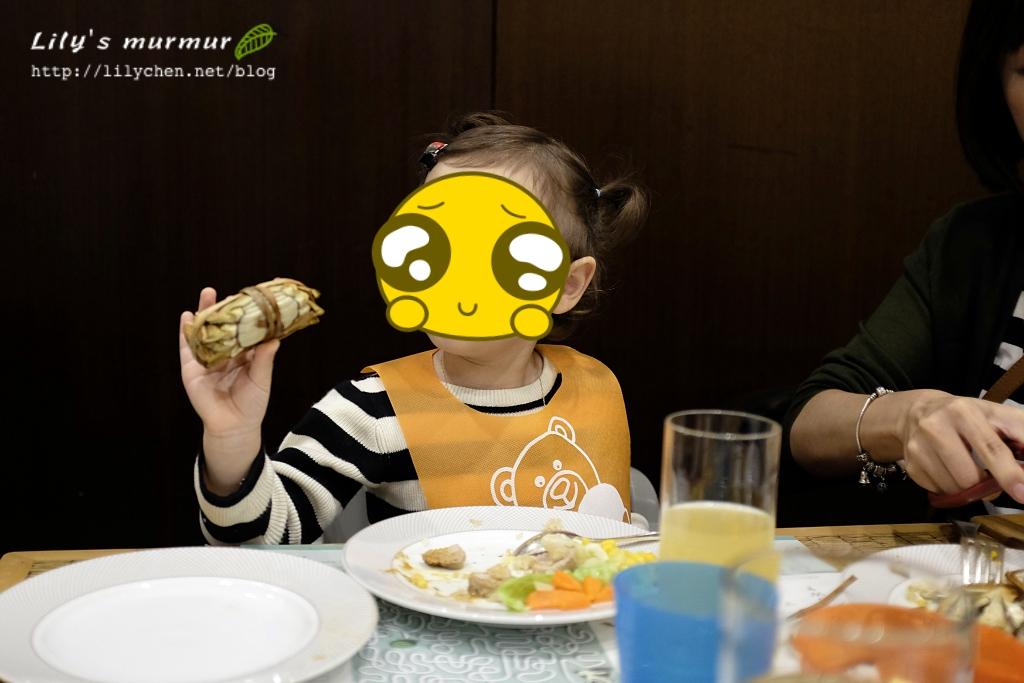 小妮對這大閘蟹頗有興趣,說她也想吃吃看!