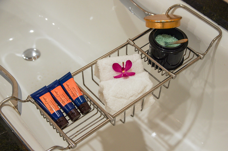 bathtub amenities at mandarin oriental Singapore