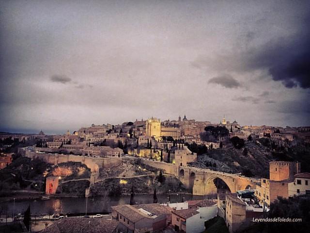 #Toledo, hace un rato, desde un punto de vista diferente. www.leyendasdetoledo.com #AmaToledo #estaes_toledo #igerstoledo #TurismoToledo #ToledoSecreto