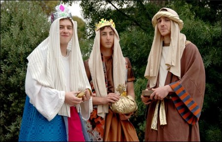 3 guys in Wise men costumes