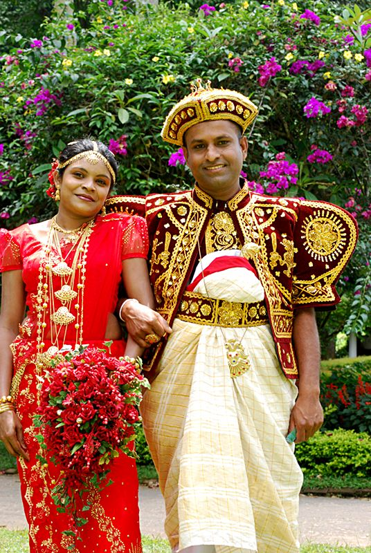 SriLankan Wedding Dress Couple