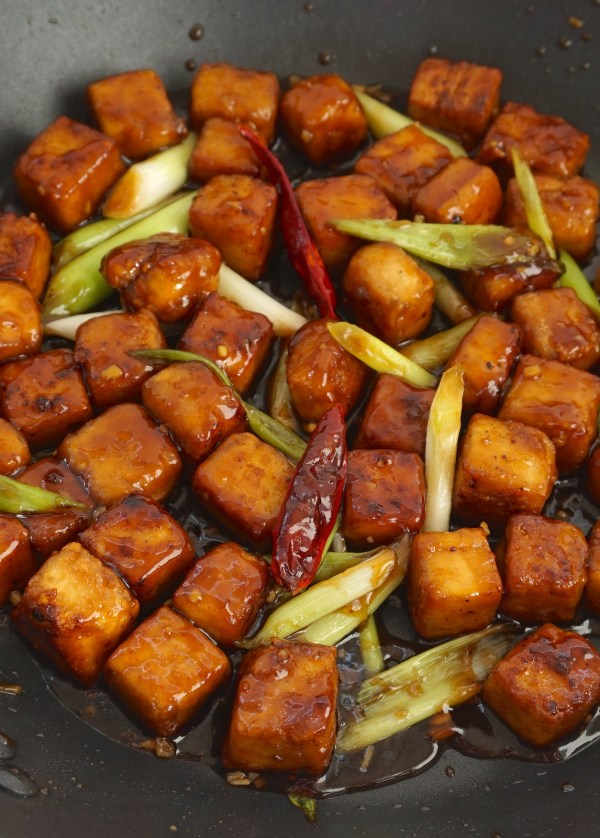 General Tsos Tofu Closeup | thelittleredspoon.com
