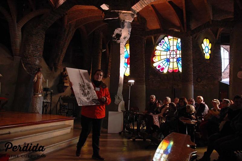 Explicaciones interiores Cripta Gaudí