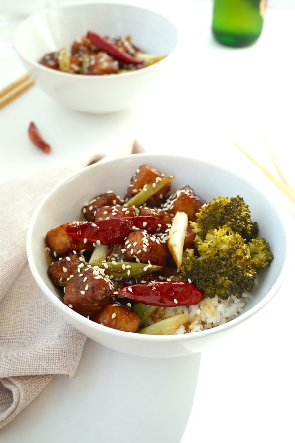 General Tsos Tofu with Sesame Seeds | thelittleredspoon.com