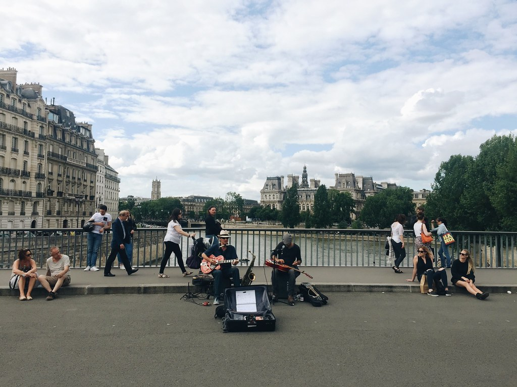 Paris 2016 street music buskers