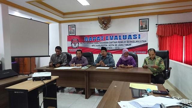 Suasana Rapat Evaluasi di KPU Prov. Jawa Timur(29/6)