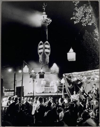 16g14 Brassaï Le 14 juillet, place de la Bastille