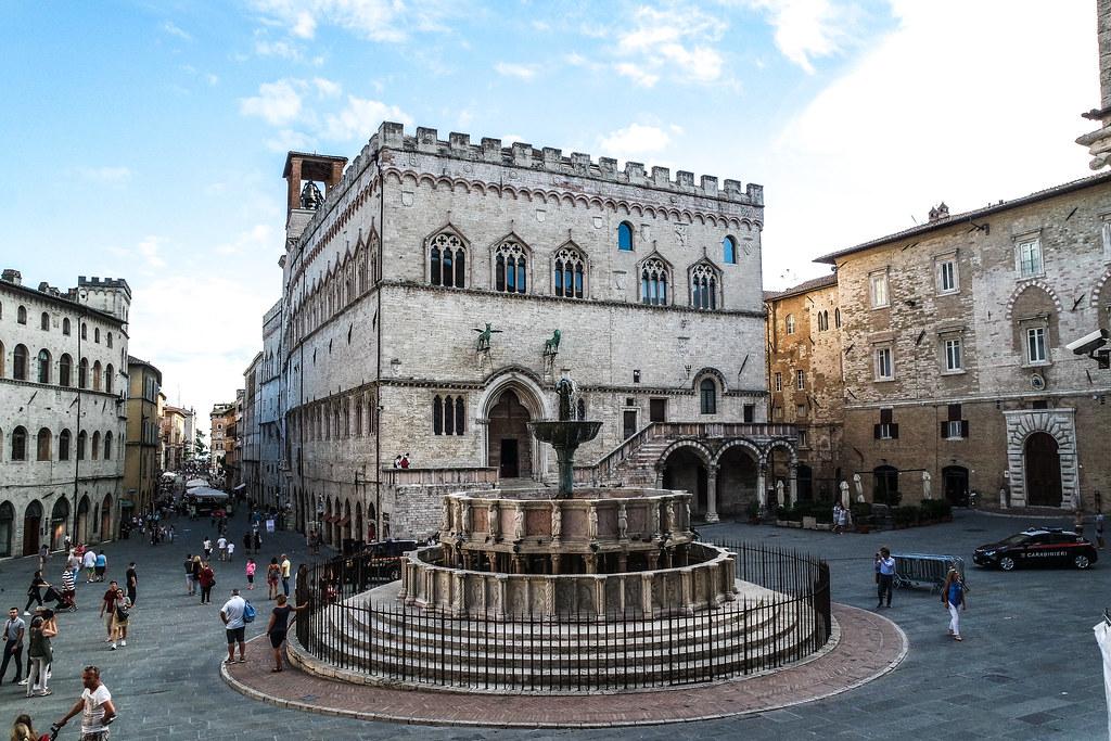 Piazza IV novembre (Perugia)