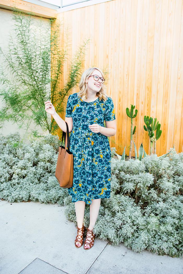 lularoe amelia daisy print dress2
