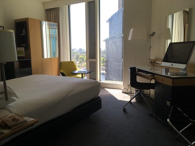 esteetön hotelli Doubletree by Hilton Amsterdam Centraal