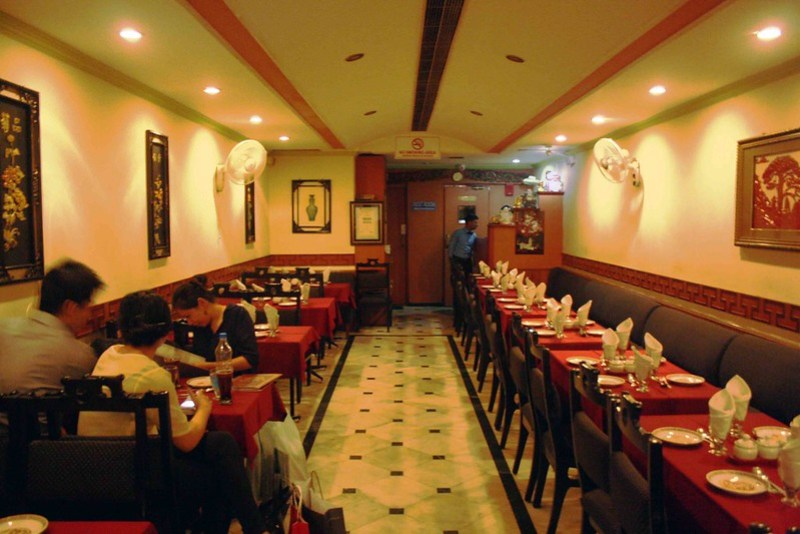 City Food – Chinjabi Chow And Date Pancake With Vanilla Ice-Cream, Daitchi Restaurant, South Extension-II