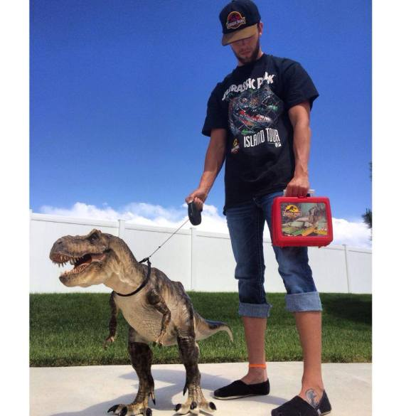 Pet Dinosaur por Tyler Lamph  Roostercat Sculptor (Galileo Hernandez) - Geene Models