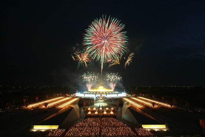 lights-night-firework-new-year-s-eve