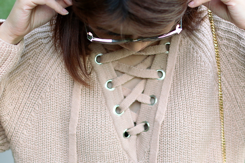 lace-up-neckline-chloe-arrow-sunglasses-3