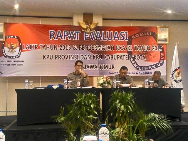 Eberta Kawima saat menyampaikan paparannya dalam acara rakor di Hotel Luminor Surabaya(30/11)