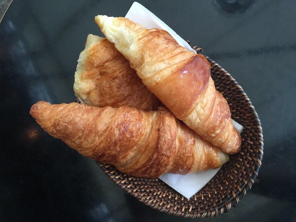 croissants paris cafe