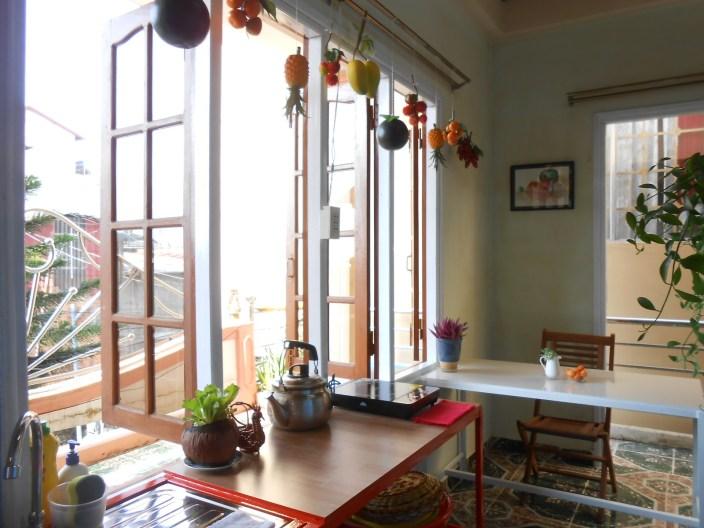 """Phòng bếp """"Mùa Oải hương năm ấy"""": 280k/ngày/2 khách"""