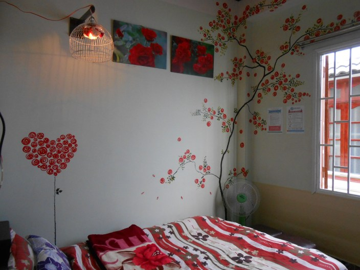 """Phòng """"Ngôi nhà Hoa hồng"""": vệ sinh chung, 100k/ngày/2 khách"""
