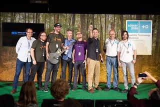 Premios en Sónar +D. Beñat Bustamante y Javier Bustamante, de The Open Shoes, junto a los otros premiados, de startups de Japón, Suecia y Estados Unidos.