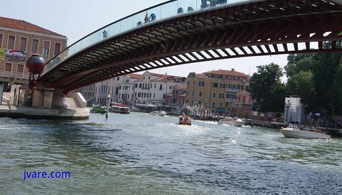 Bombo en puente de Venecia