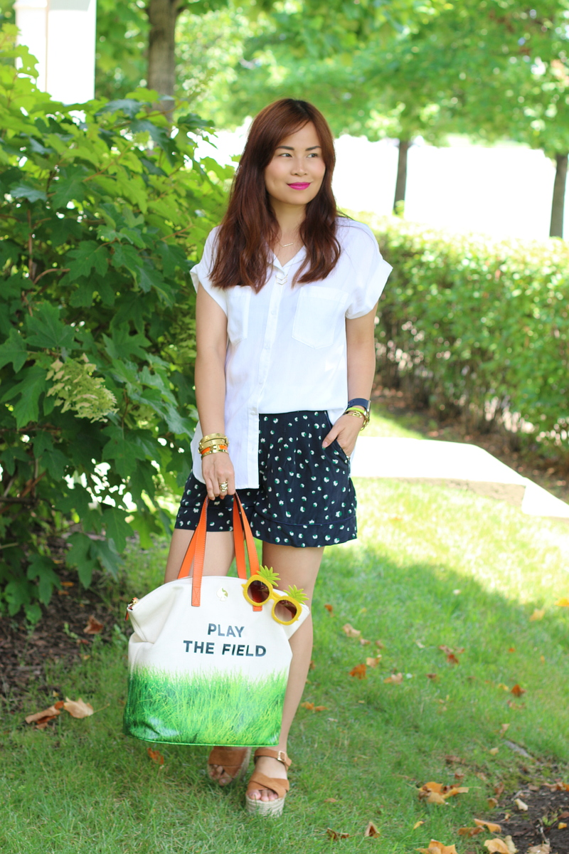 play-the-field-bag-white-top-shorts-4