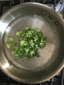 arepas broccoli in pan