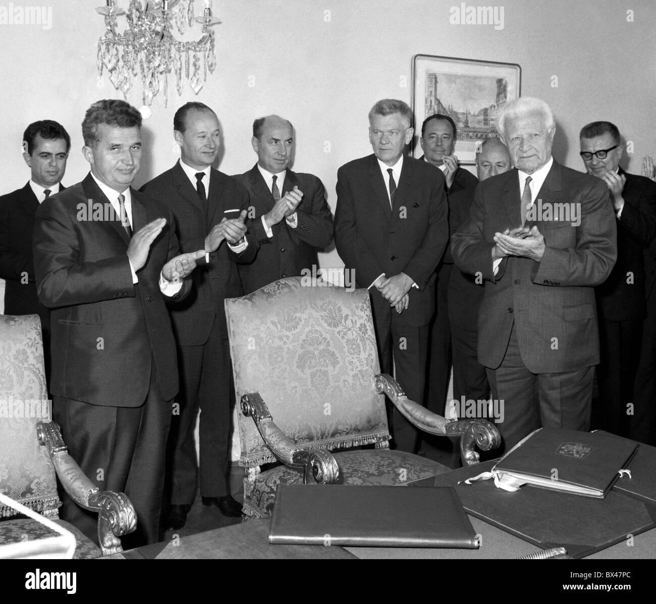 Nicolae Ceausescu, Alexander Dubcek, Ludvik Svoboda, Oldrich Cernik, Josef Smrkovsky, Frantisek Kriegel, Cestmir Cisar, treaty, Stock Photo