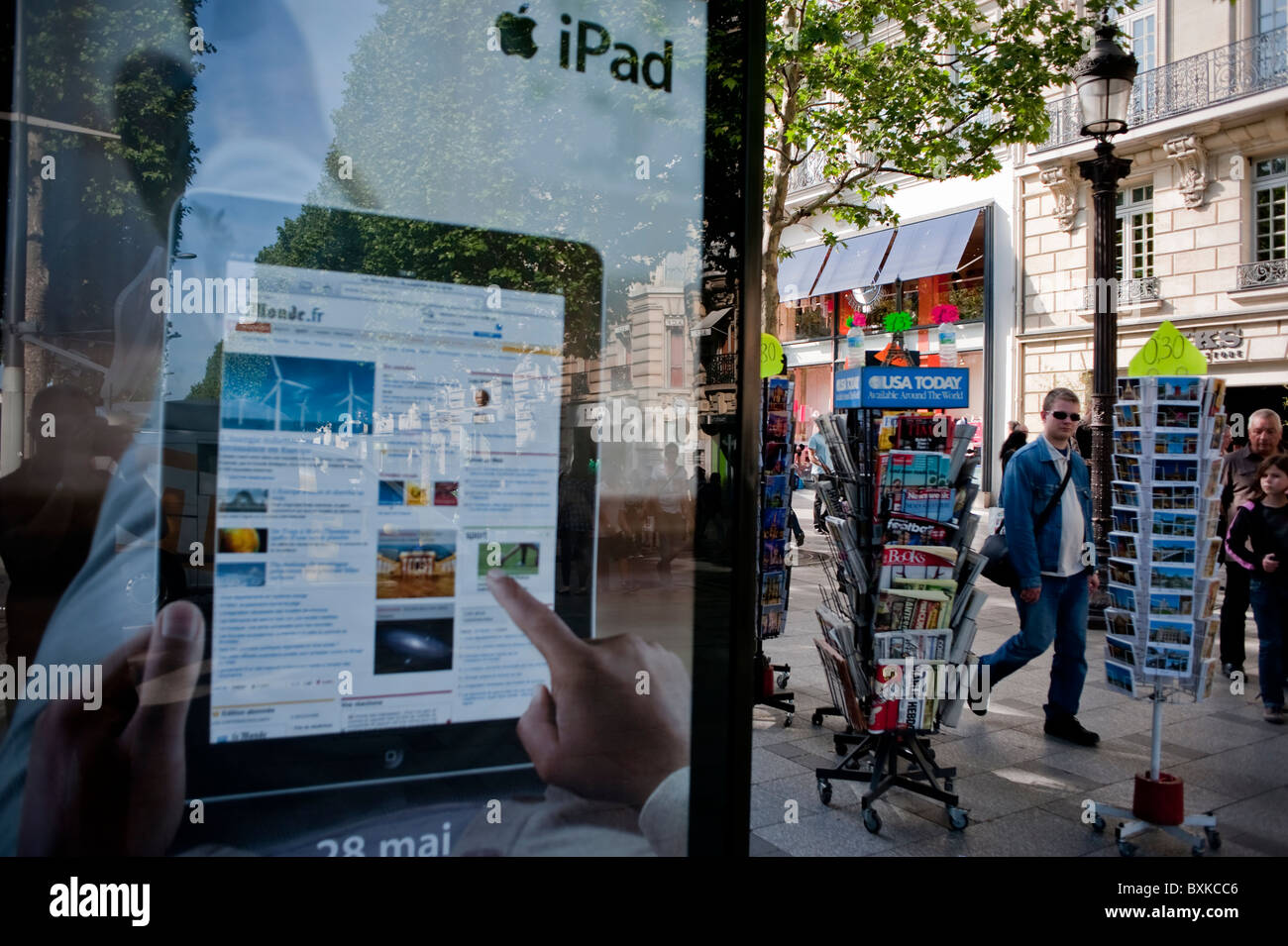 Paris  France  Newsstand  French Newspapers  Champs Elysees  Apple     Paris  France  Newsstand  French Newspapers  Champs Elysees  Apple IPad  Advertising  Shopping