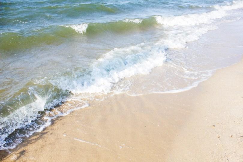 lewes-beach-waves-sea-foam