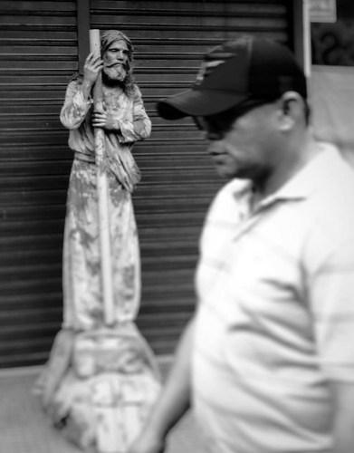 Somos todos fotógrafos, estátua viva no centro de Santarém. Foto - Romulo Viana
