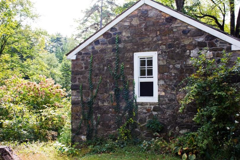 tyler-arboretum-stone-springhouse-path