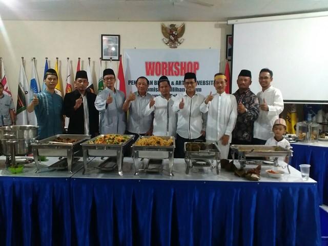 Komisioner KPU Kab.Tulungagung beserta undangan buka bersama(27/6)