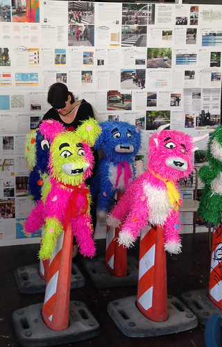03 Susan-Krueger-Barber-as-Art-Grrrl-prepping-pinatas-at-Corner-for-street-performance-080716