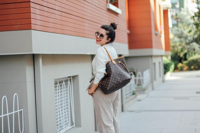 gold rings personal shopper online lookiero louis vuitton neverful mm culotte beige strap sandals