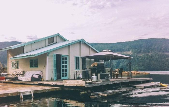 floating cabin getaway on powell lake