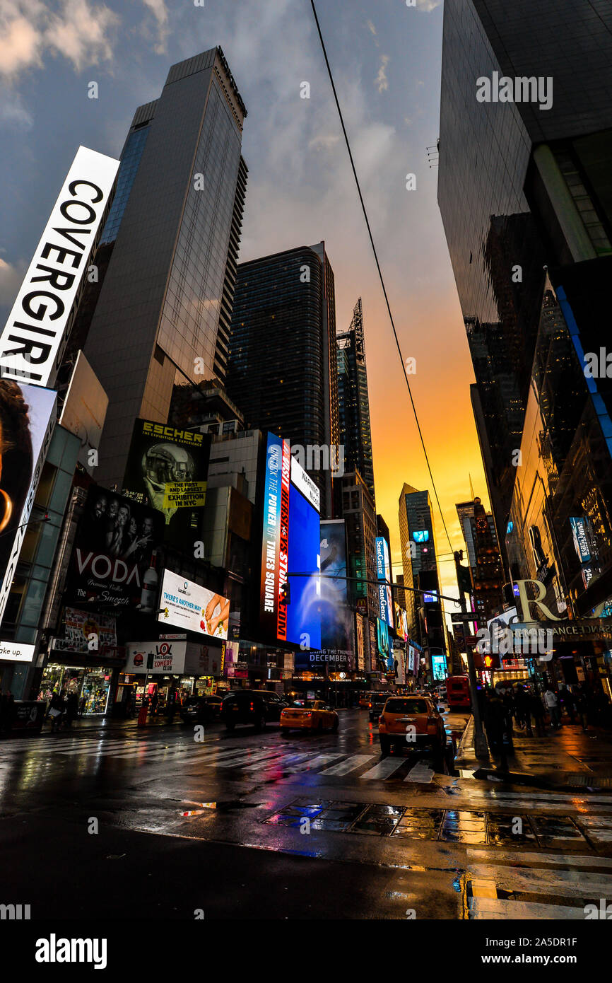 https www alamy com new yorkusa 013019 times square after a brief but heavy rain shower just before sunset image330373723 html