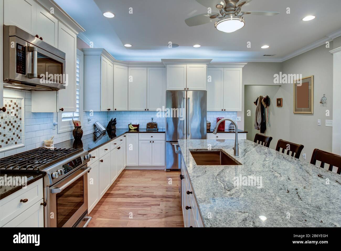 Beautiful Luxury Kitchen With Quartz And Granite Countertops And White Cabinets Stock Photo Alamy