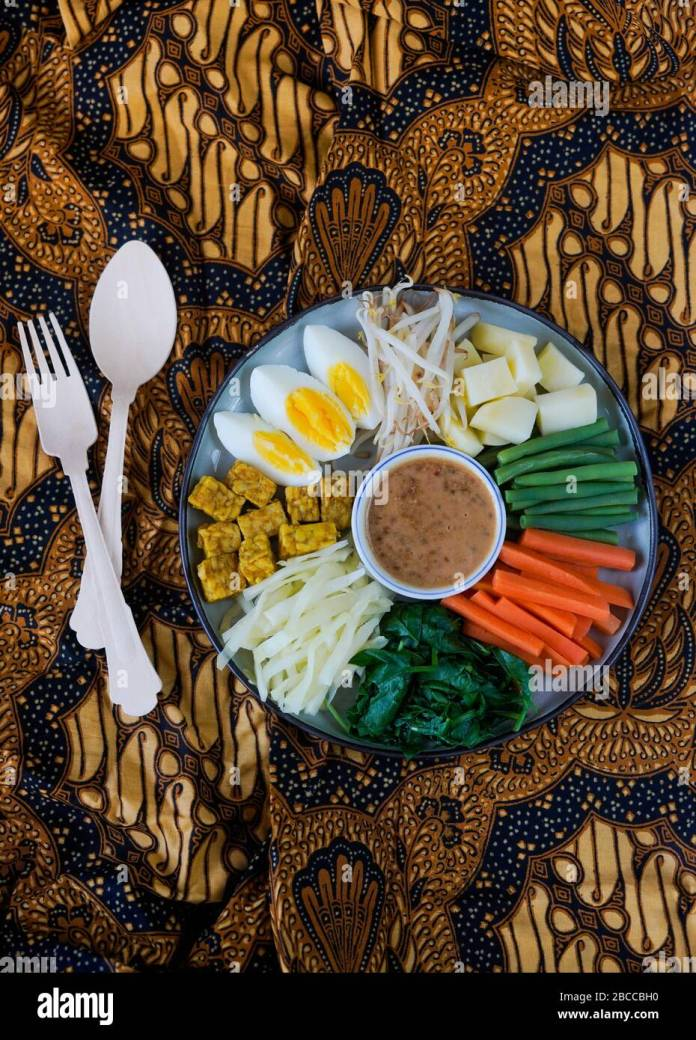 Gado Gado Traditional Indonesian Salad With Tempeh And Served With Peanut Sauce Stock Photo Alamy